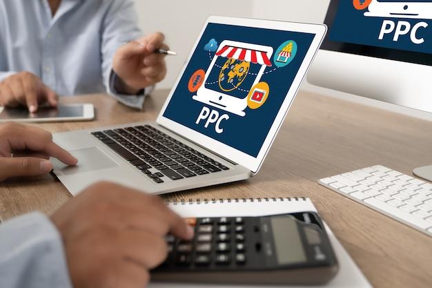 Ppc - concetto di pay per click concetto di lavoro dell'uomo d'affari