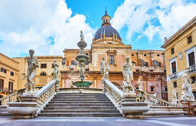 La fontana pretoria di francesco camilliani (fontana della vergogna, 1574) a palermo, sicilia, italia