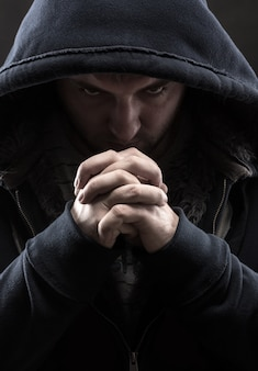 Bandito in preghiera