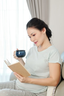 Libro di lettura della donna incinta