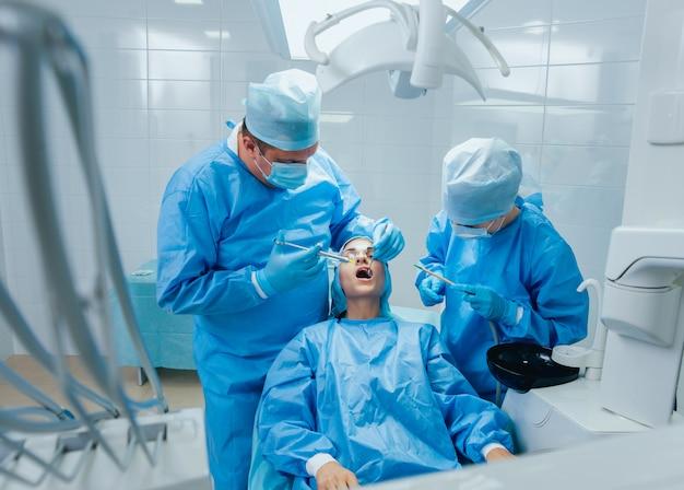 Preparazione per la chirurgia dentale. anestesia. tecnologie moderne