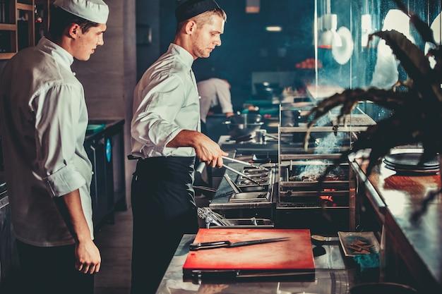 Preparare la tradizionale bistecca di manzo