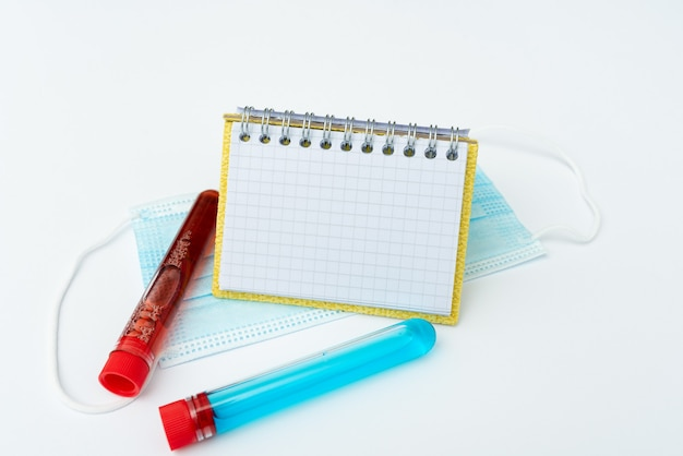 Preparare la scrittura di medicinali su prescrizione, prevenire la diffusione del virus, prendere appunti importanti, pianificare misure preventive, raccogliere informazioni sui medicinali, indossare indumenti protettivi