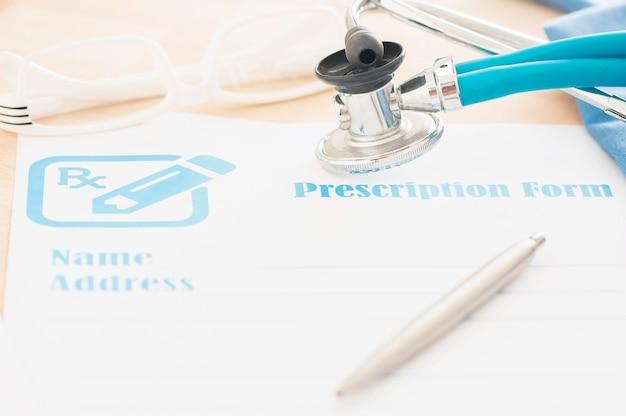 Modulo di prescrizione con stetoscopio