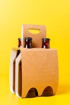 Presentazione della confezione da quattro birre con parete gialla
