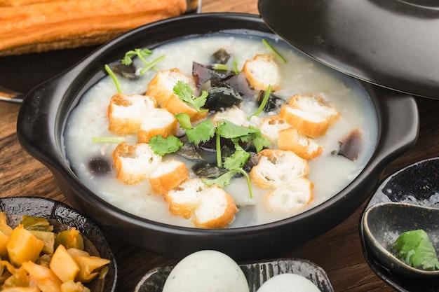 Porridge di carne magra di uova conservate