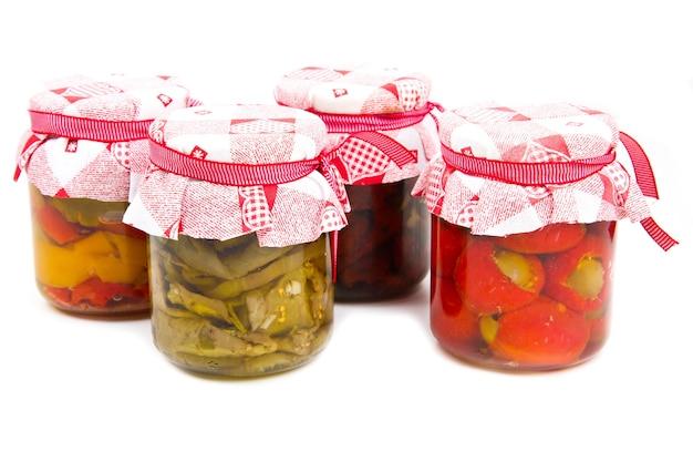 Conserve di verdure in vasetti di vetro