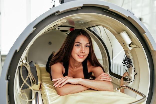 Una camera a pressione è un dispositivo che satura il corpo con una quantità significativa di ossigeno. ossigenazione iperbarica.