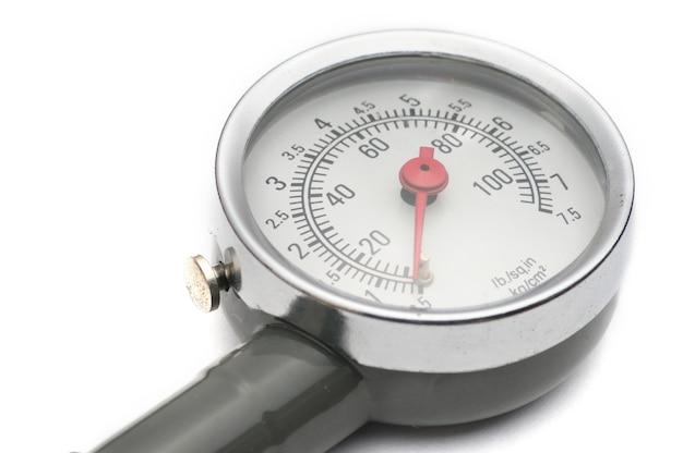 Manometro per misurare la pressione dell'aria negli pneumatici delle automobili