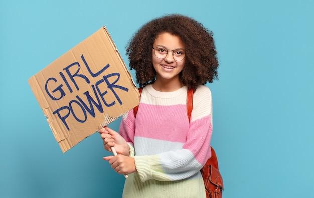 Concetto di potere della ragazza dell'adolescente abbastanza afro