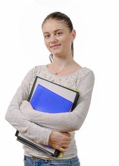 Studente abbastanza teenager soddisfatto dei suoi studi su fondo bianco