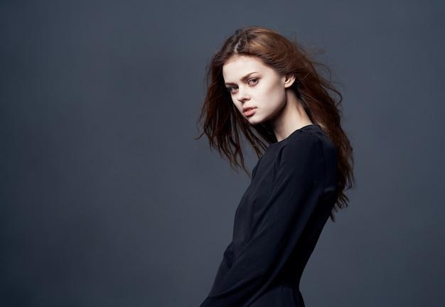 Pretty woman look attraente glamour studio fashion