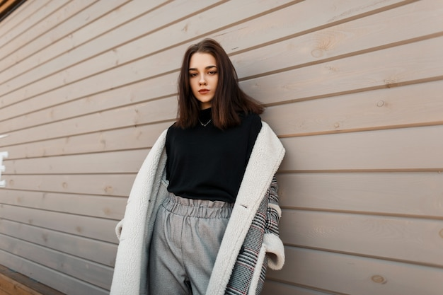 Pretty woman in moda outwear