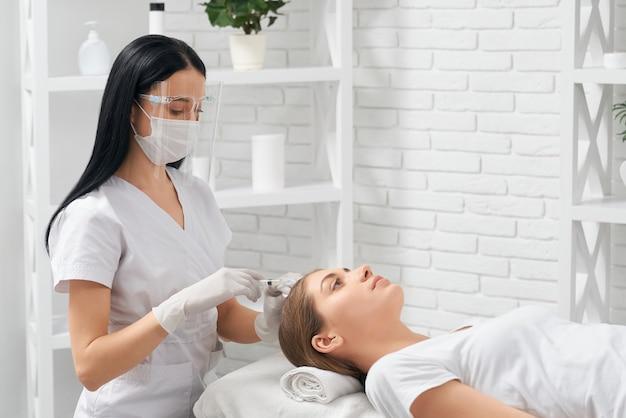 Procedura per il ripristino dei capelli e il miglioramento della crescita
