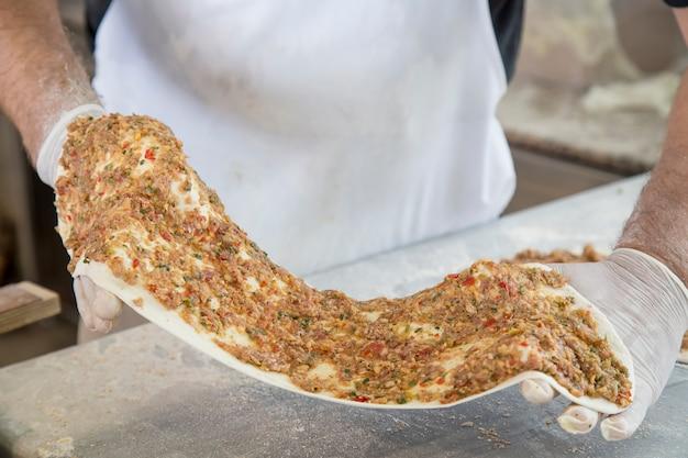 Processo di produzione della pizza fatta in casa