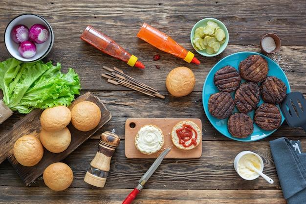 Processo per preparare un hamburger succoso