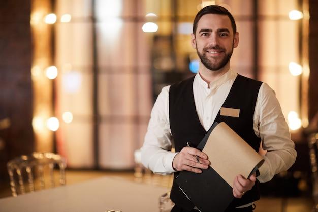 Cameriere professionale nel ristorante