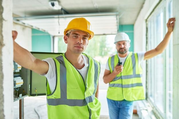 Squadra di costruttori professionisti