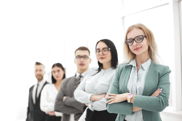 Squadra professionale di affari che sta insieme