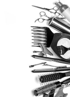 Strumenti professionali del parrucchiere, isolati su bianco