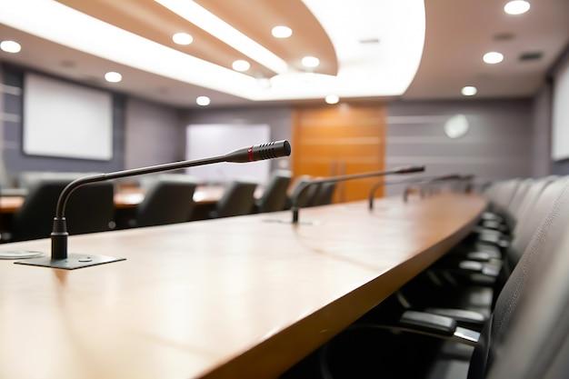 Microfono per riunioni professionali presso la sala riunioni.