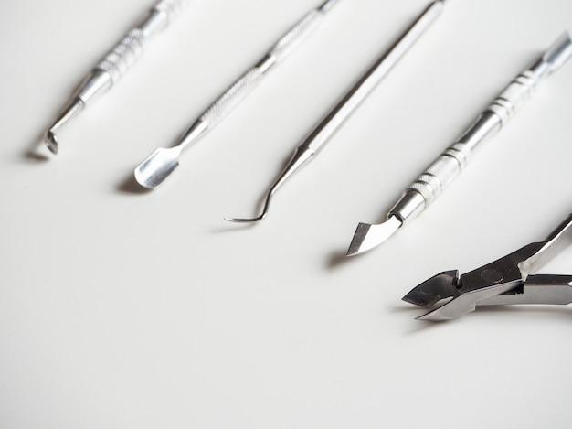 Strumenti professionali per manicure. il concetto di bellezza. strumento medico.
