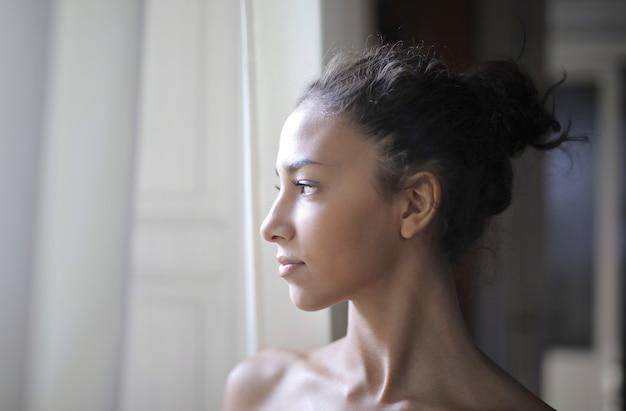 Profilo di una bella ragazza