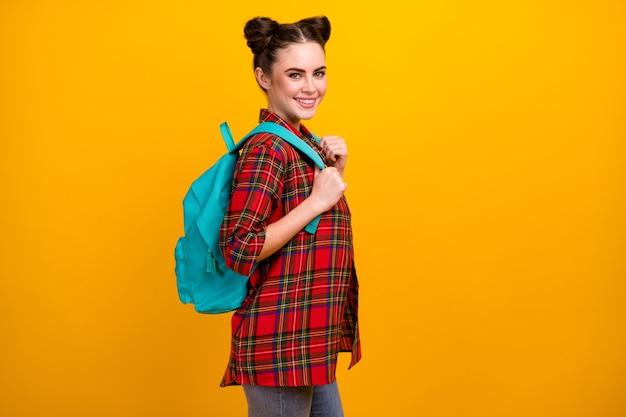 Foto del profilo della bella signora prima giornata di studio a piedi