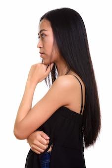 Vista di profilo del pensiero asiatico giovane dell'adolescente