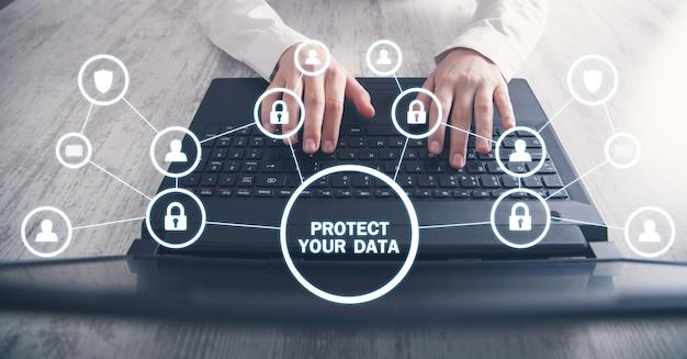 Proteggi i tuoi dati. concetto di sicurezza informatica
