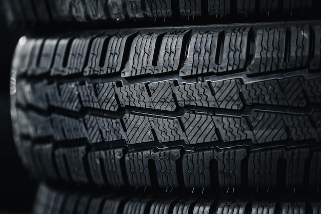 Protettore di pneumatici per automobili un certo numero di pneumatici per automobili vista ravvicinata sulla superficie del pneumatico per ruote nuove