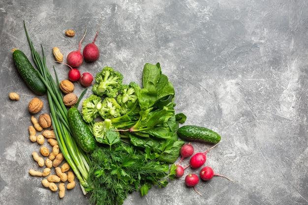 Proteine per vegetariani vista dall'alto su uno sfondo concreto concetto cibo sano e pulito