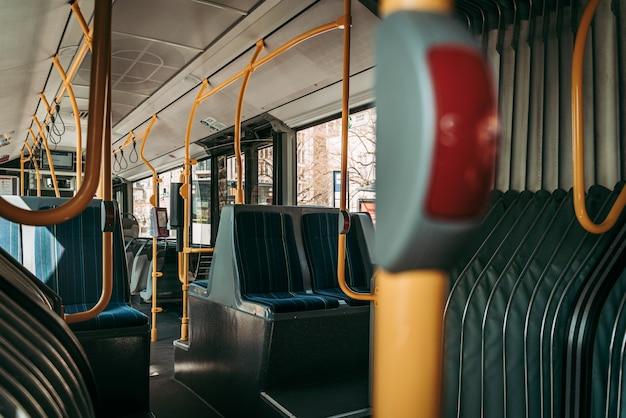 Trasporto con autobus pubblico in tempi di emergenza globale di coronavirus