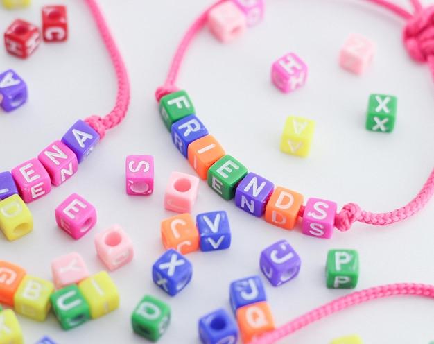 Lettere letrinhas fatte a mano pulseira