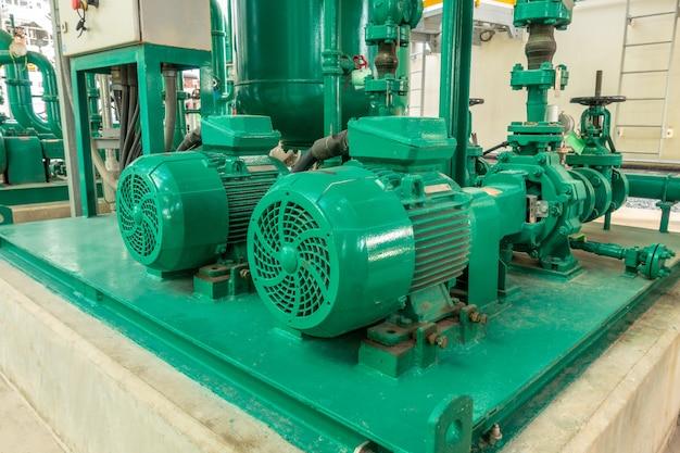 Tubazioni per pompe e acciaio per acqua di servizio nella zona industriale