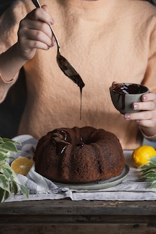 Torta di zucca con gocce di cioccolato e mirtilli rossi