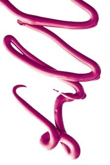 Struttura cosmetica di bellezza viola isolata su fondo bianco sbavato crema emulsione trucco striscio o f...