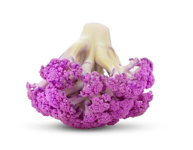 Cavolfiore viola su bianco