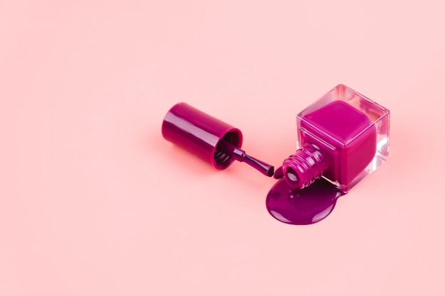 Smalto viola su rosa