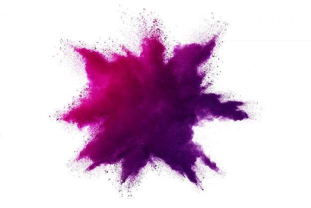 Esplosione di polvere viola isolata su priorità bassa bianca