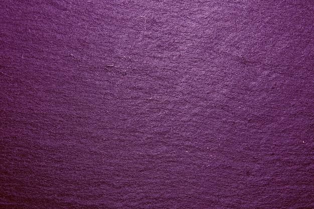 Priorità bassa viola di struttura del vassoio dell'ardesia. texture di roccia ardesia nera naturale