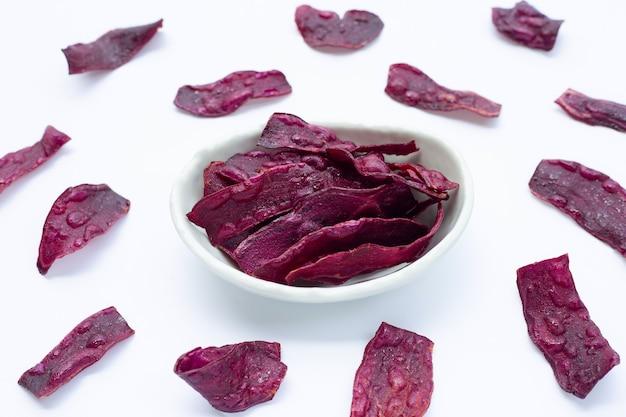 Chips di patate dolci viola.