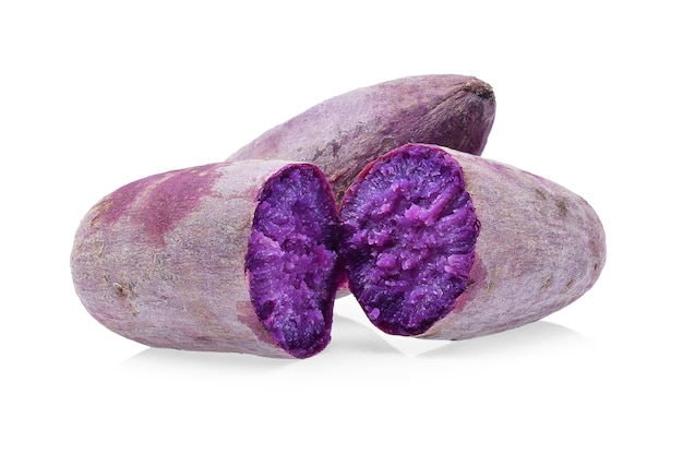 Patate dolci viola isolate