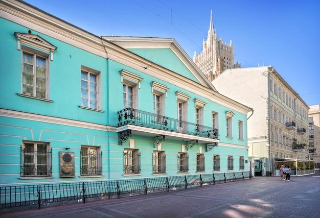 Pushkin house su arbat a mosca in una mattina d'estate