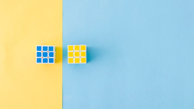 Puzzle cubi posa in composizione