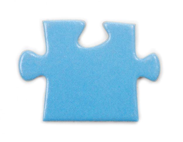 Pezzo di puzzle sul muro bianco