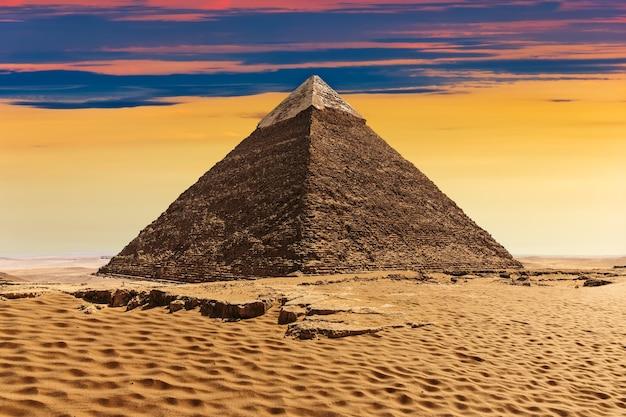 La piramide di khafre, bellissima vista del tramonto.