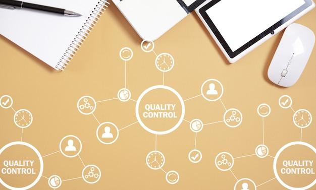 Controllo qualità, industria, tecnologia, internet, affari