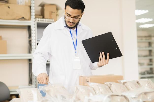 Ispettore controllo qualità sul lavoro