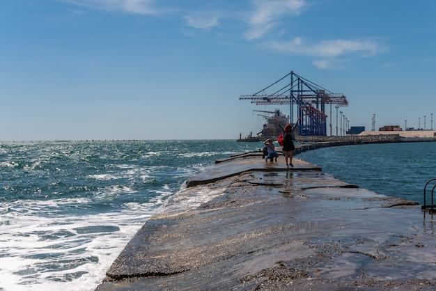 Molo di quarantena nel porto marittimo di odessa, ucraina